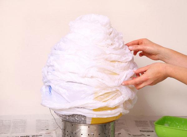 4 Ak sa vám vdruhej polovici začne papier zbalóna šmýkať, nechajte ho vyschnúť.