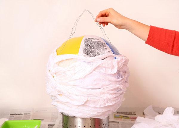 5 Po vysušení balón otočte aďalšie drôty napojte na drôty na balóne, tiež tak, aby sa zužovali.