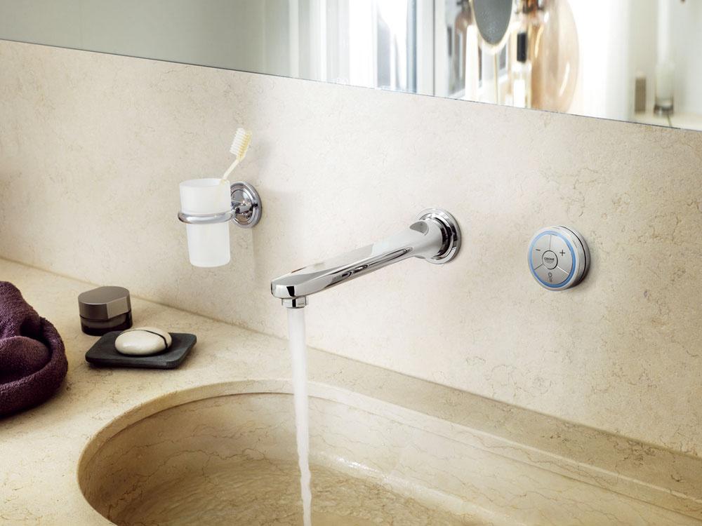 Ani malej kúpeľni nemusia chýbať moderné technológie. Tento digitálny ovládač slúži na obsluhu sprchy, vane či ako splachovač toalety alebo bidetu. Môžete ho umiestniť kdekoľvek, aj na okraj vane. Ovládanie je intuitívne,postačí ľahký dotyk, jedno tlačidlo spustí prúd vody, druhé ho zoslabí, tretie zosilní. Má tiež funkciu pauza, čo je praktické pri umývaní vlasov. Šetríte tak vodu iživotné prostredie. Novinka je výhodná aj pre rodiny sdeťmi: do pamäte si uložíte vhodnú teplotu vody anemusíte dokonca kontrolovať napúšťanie vane. Ondus Veris Digal si zapamätá nastavenú plniacu výšku, teplotu ačas, takže keď je vaňa plná, prietok vody sa automaticky aspoľahlivo zastaví. Šikovné, nie?