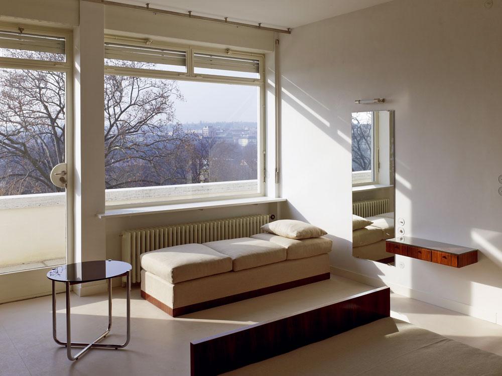 Izba domácej panej sa, rovnako ako ostatné súkromné priestory, nachádza na najvyššom podlaží vily svýstupom na hornú terasu.