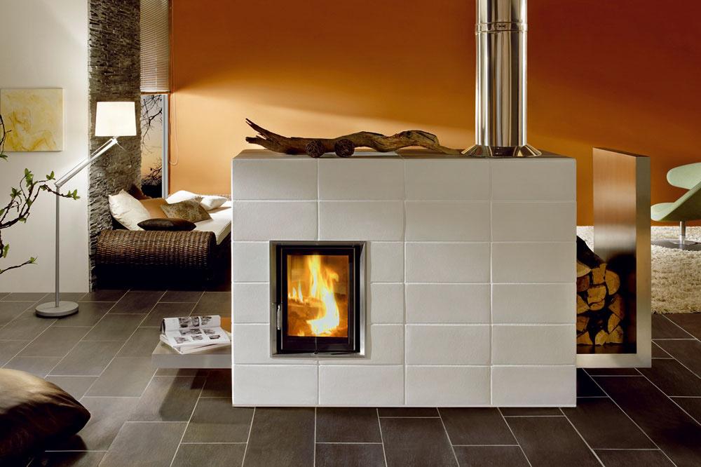 Dizajnové riešenie sálavej kachľovej pece s vykurovacou vložkou Brunner ašamotovým systémom akumulácie. Pec je vhodná najmä do nízkoenergetických domov, pretože hodinový výkon sa dá dimenzovať v rozpätí 1,2 až 4 kW.
