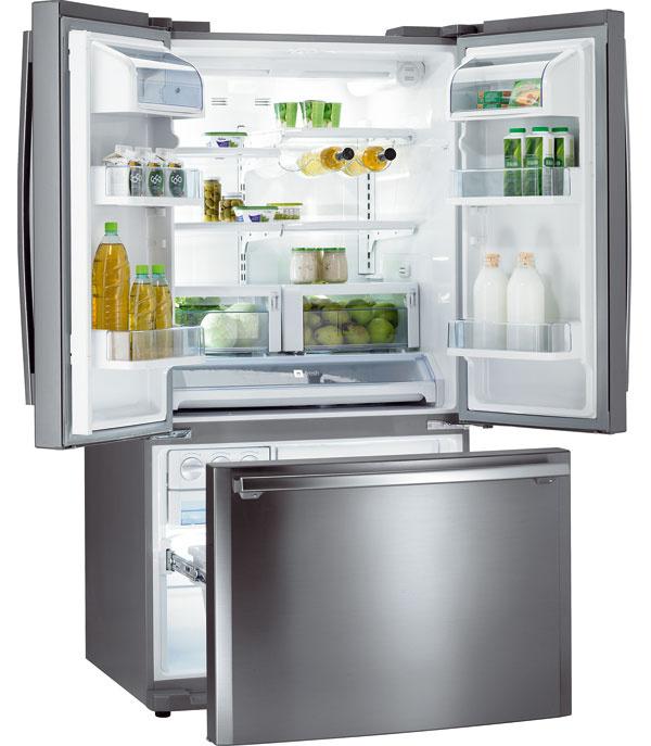 Chladnička Gorenje NRS 95605 E stechnológiou No Frost vchladiacej aj vmraziacej časti, ovládanie cez dotykový LCD displej. Objem chladničky 396 l soddelením Zero Fresh aregulátorom vlhkosti. Zvukový signál otvorených dverí, rovnomernú distribúciu chladného vzduchu zabezpečí ventilátor vchladiacej časti. Objem mraziacej časti 125 l. Ročná spotreba el. energie 507 kWh. Energetická trieda A. Cena 1 999 €.