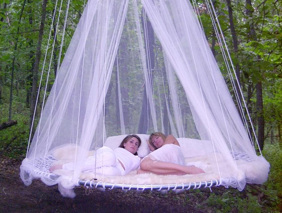 Vznášajúca sa posteľ má široké využitie a možno ju situovať nielen dnu ...