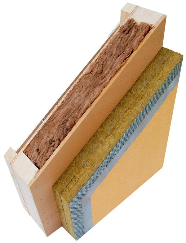 Strešná konštrukcia  U= 0,60 W/m2 . K Skladba smerom zinteriéru: SDK 15 mm, vzduchová medzera 90 mm, OSB 3 18 mm (vzduchotesná vrstva), drevené nosné krokvy BSH 320 mm + tepelná izolácia, drevený rošt 120 mm + tepelná izolácia, odvetraná vzduchová medzera, drevené spádové kliny, OSB 3 22 mm, geotextília, strešná hydroizolačná PVC fólia Fatrafol-S, riečny štrk,