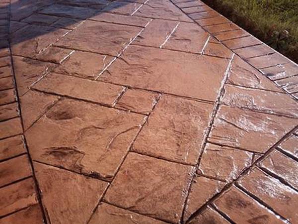 Elegantná monolitná betónová dlažba – Razený betón od spoločnosti Holcim