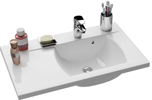 Umývadlo Classic 800 L/R sodkladacím priestorom je výhodné najmä vkombinácii srovnomennou vaňou. Ich tvar arozmery oceníte najmä vmenších kúpeľniach. Cena 252 €. Predáva Ravak.