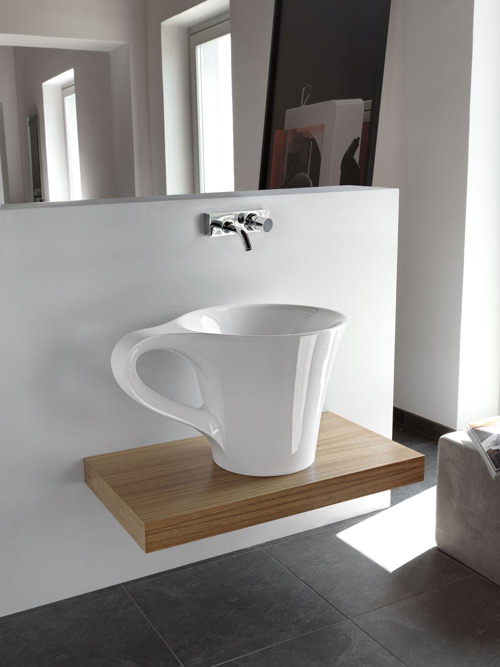 Umývadlo na plochu Cup zumelého mramoru Livingtec od firmy the.artceram. Rozmery: 70 × 50 × 42,5 cm. Cena 2 400 €. Predáva PolySystem.