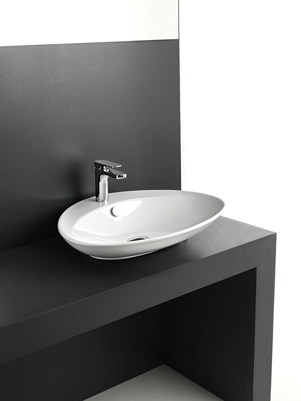 Umývadlo BS na plochu od firmy the.artceram, rozmery: 60 × 50 cm. Cena 276 €. Predáva PolySystem.