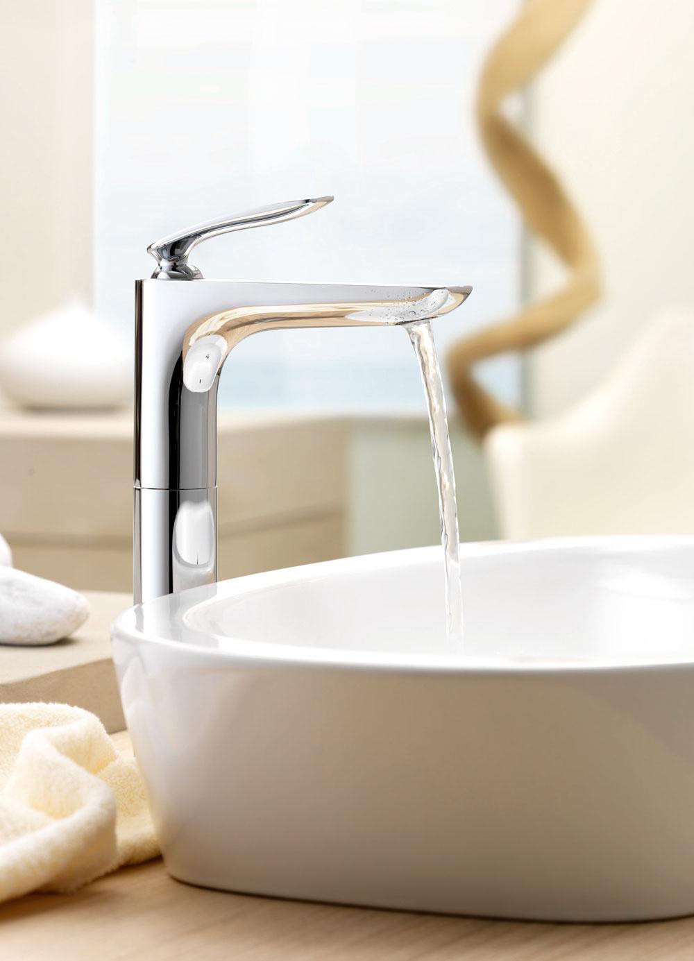 Jednopáková batéria Kludi Balance získala ocenenie iF product design award 2012 vkategórii bathroom/wellness. Vydareným anápadným prvkom je umiestnenie páky, ktorá pôsobí, akoby sa vznášala nad telom batérie aje ergonomická. Má zabudovaný, individuálne nastaviteľný perlátor, ktorý dokáže vyrobiť prirodzený prúd vody bez primiešania vzduchu. Integrovaný obmedzovač horúcej vody HotStop atechnológia ECO-spointer šetriaca vodu sú zárukou bezpečnosti aekologického prístupu kživotnému prostrediu. Cena od 243 €. Predáva Kludi.