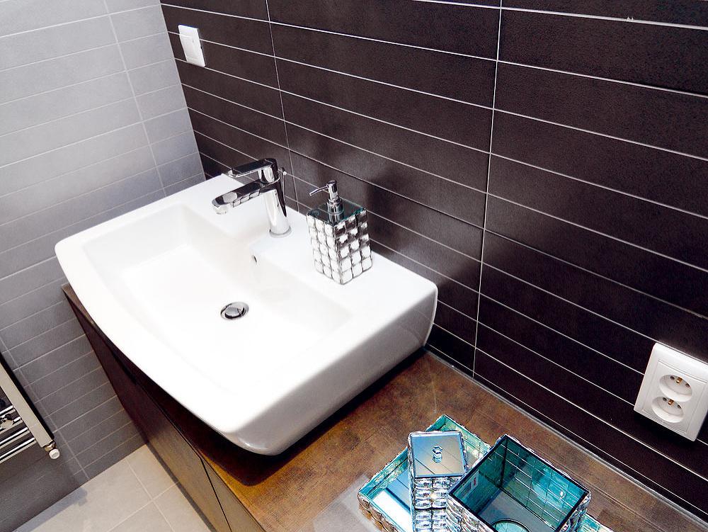 Aby ušetrili, pôvodne plánovanú sanitu iobklady zmenili na lacnejší variant. Na funkčnosti ani sympatickosti to však kúpeľni neubralo.