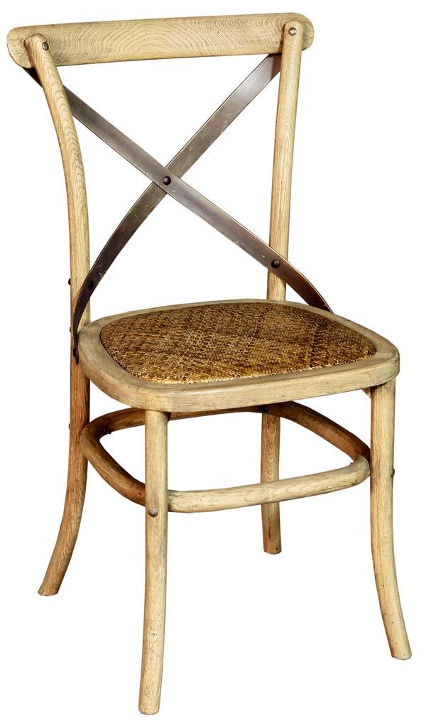 Stolička Stoel zdubového masívu, vpiatich farebných vyhotoveniach. Stačí si len vybrať. Cena: 140 €. Predáva: Elmina.