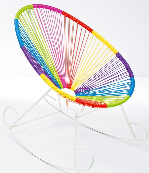 Poprepletané šnúry na bielizeň. Hojdacie kreslo Bahia Multicolore. Rozmery: 0,95 × 0,8 × 0,9 m. Cena: 475,90 €. Predáva: Kare, LightPark.