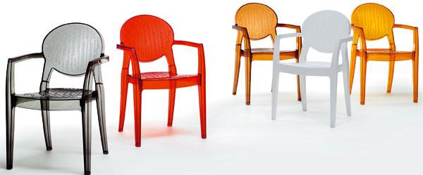 Plastové stoličky zkolekcie Igloo. Rozmery: 87 × 45 cm (výška sedu – 46 cm). Cena: od 120 €. Predáva: Design House.