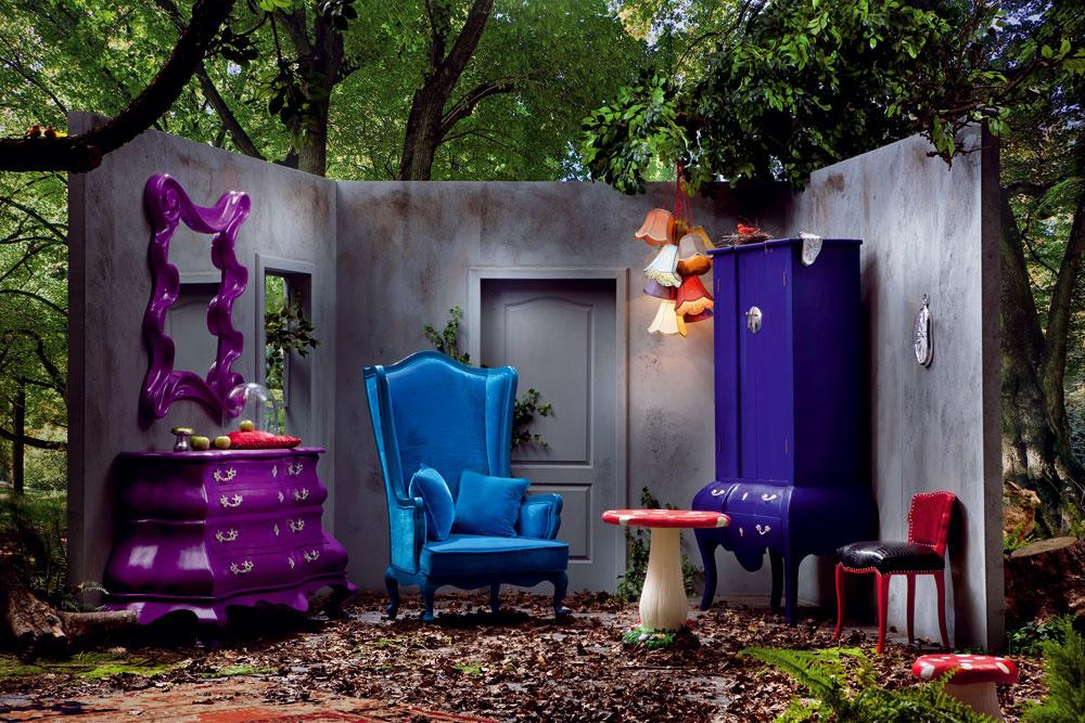 Stolička Huba nielen do čarovného lesa, ale aj do detskej izby alebo do záhrady. Rozmer: 0,35 × 0,35 × 0,35 m. Cena: 67,90 €. Kreslo Wonderland vmodrom zamate je súhrou farieb atvarov, ktoré stimulujú vašu fantáziu. Rozmer: 1,48 × 0,97 × 0,95 m. Cena: 1599,90 €. Zrkadlo Wonderland rozprávkového tvaru afarby. Rozmer: 1,3 × 1,05 × 0,1 m. Cena: 431,90 €. Predáva: Kare, LightPark.