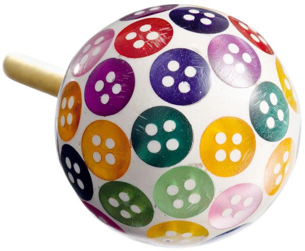 Drevená úchytka Button blue smotívom gombíkov. Rozmery: 3 cm (priemer). Cena: 3,08 € za ks. Predáva: www.bellarose.sk.