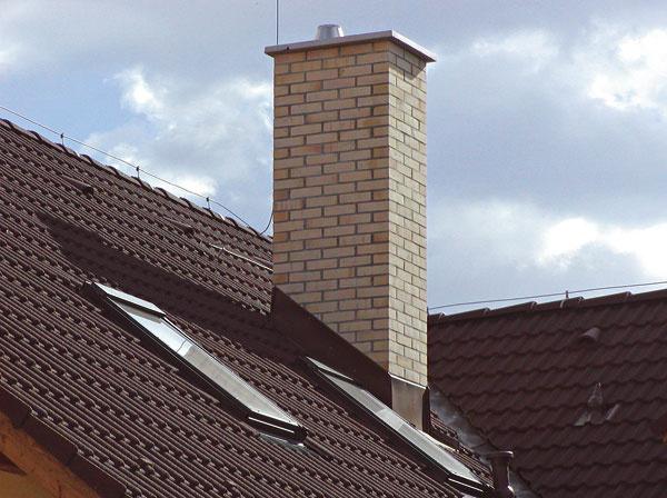 Komínový systém ovplyvňuje kvalitu bývania, preto si treba vybrať bezpečný aodolný komín sdlhou životnosťou.
