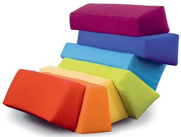 Nábytok vo farbách dúhy  Banskobystrická firma Dizajno prináša na trh novú kolekciu čalúneného nábytku snázvom Iris, ktorá pochádza zautorskej dielne slovenského dizajnéra Luba Majera. Inšpiráciou pri tvorbe mu bolo svetlo, skladajúce sa zfarieb, atvar dúhy. Kreslá apohovky zložené zo siedmich elementov vsiedmich farbách dopĺňa stolík, ktorého sklenená doska pripomína mláku po daždi sodrazom dúhy. Okrem originálneho dizajnu upozorňuje slovenský výrobca aj na dlhú životnosť tohto produktu, ktorú zaručuje tradičná skladba čalúnenia spevnou kostrou apoužitie vlnitých pružín agumotextilných popruhov vkombinácii skvalitnými PUR penami.  www.dizajno.eu