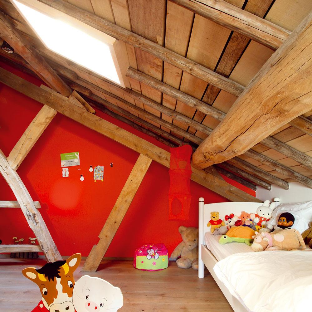 Aj detská izba je prevoňaná novými drevenými trámami.