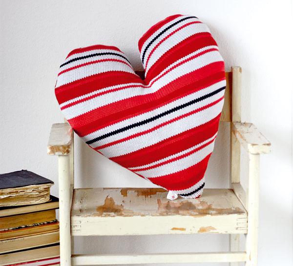 V rebríčku obľúbenosti vedie srdiečko. Väčšina vankúšov sa uplatní ako darček alebo dekorácia do spálne či obývačky.