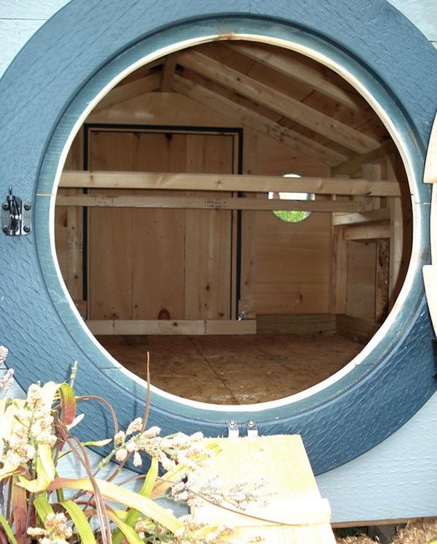 Kuríny sú  originálne upravené nielen zvonku ale aj zvnútra. Interiér sa líši od kurína ku kurínu.