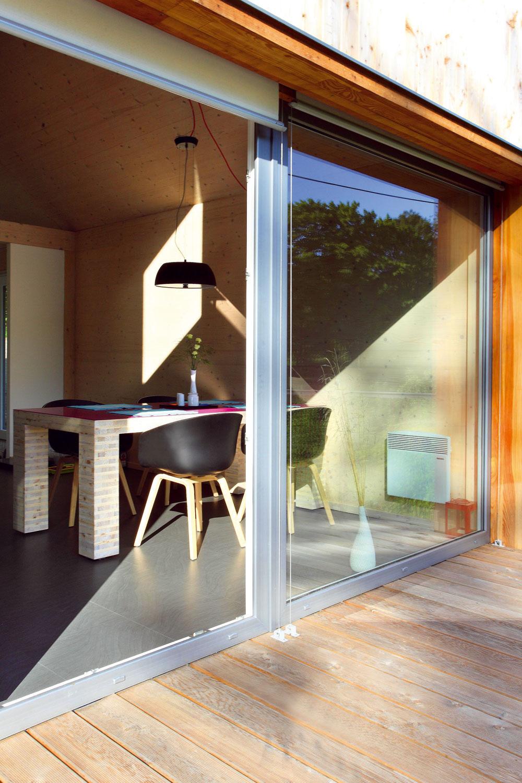 Terasa rozširuje úžitkový priestor prízemia oďalších asi 25 m2.