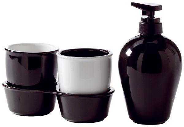 Súprava kúpeľňových doplnkov Orrlöt zčierno-bielej kameniny. Dizajn Sarah Fager. Cena 4,99 €/4 ks. Predáva IKEA.