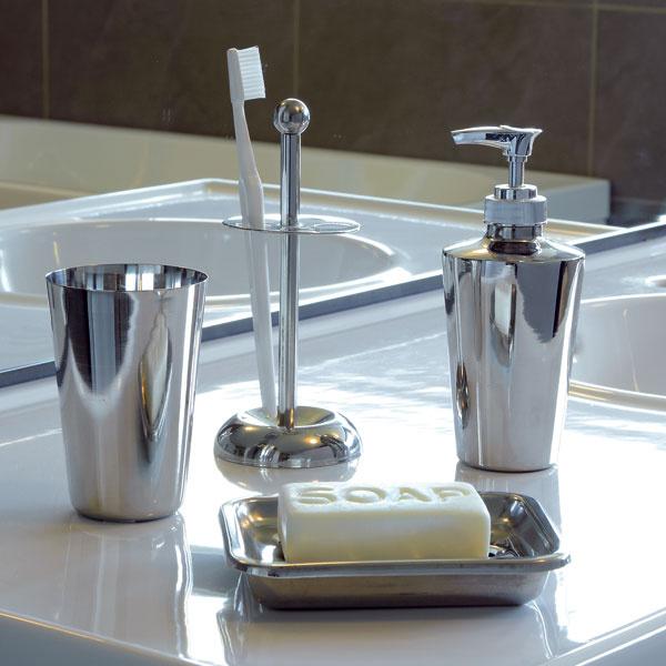 Kúpeľňové doplnky Semvikznehrdzavejúcej ocele, pochrómované. Cena 15,99 €/4 ks Predáva IKEA.