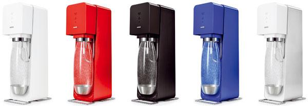 SodaStream je systém na výrobu perlivých nápojov – využíva na to plniteľnú bombičku apitnú vodu zvodovodu. Intenzitu nasýtenia si pritom volíte stlačením tlačidla, kdispozícii je aj široká ponuka sirupov na výrobu limonád amiešaných nápojov.