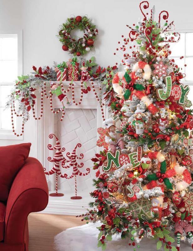 Vianoce by mali byť štedré, skúste to pretransformovať na váš vianočný stromček a ozdobte ho tak, aby ste ho úplne celý pokryli ozdobami, sladkosťami, sviečkami....