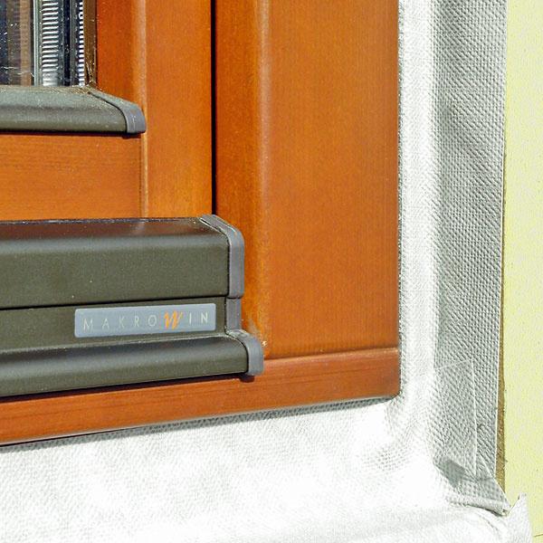 Okno Makrowin vnízkoenergetickom dome osadené pomocou tesniacich pások Illbruck i3