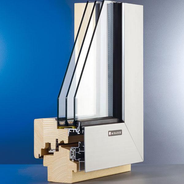Profil Mirador 783 je podľa meraní vhodný do nízkoenergetických stavieb. Súčiniteľ prechodu tepla oknom má hodnotu Uw = 0,79 W/(m2 . K). Konštrukčná hrúbka profilu ho umožňuje zaskliť izolačným trojsklom shodnotou Ug = 0,5 W/(m2 . K), čím sa znižuje pravdepodobnosť vzniku kondenzátu na interiérovej strane zasklenia. Profil Mirador Alu 783 mini bol navrhnutý špeciálne pre moderné stavby. Zinteriéru drevené okno má zexteriéru vzhľad minimalistickej hliníkovej konštrukcie, vtomto prípade so skrytým okenným krídlom. Opláštenie dreveného rámu hliníkovou kapotážou predlžuje jeho životnosť aznižuje nároky na údržbu.