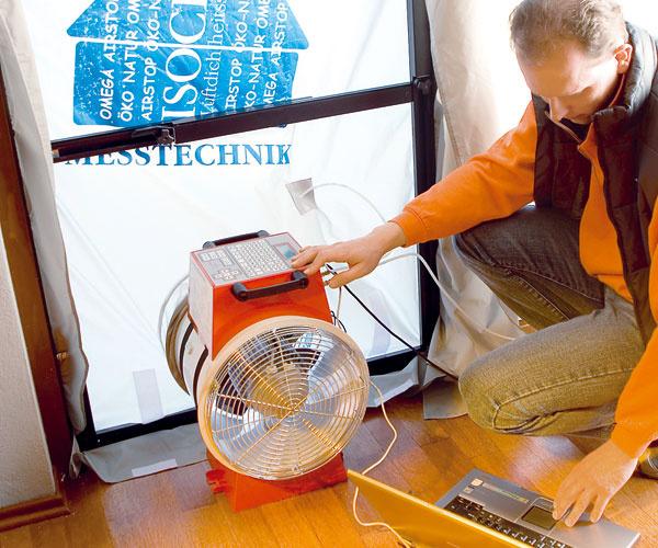 Test vzduchotesnosti pasívneho domu pomocou blower-door testu