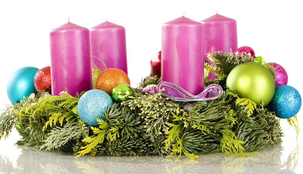 S vianočnými guľami. Aby veniec dokonale ladil s vianočným stromčekom, dotvorte ich rovnakými guľami. Nebudú sa viac hádať o vianočné prvenstvo, ale zostanú v nemom súlade.