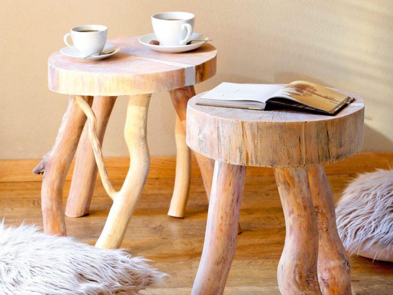 Vyrobte si drevené stolčeky ako vkusné doplnky do obývačky