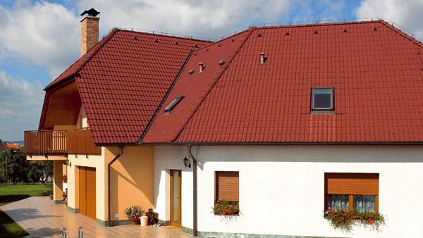 Tepelnotechnicky slabým miestom okennej konštrukcie však nie je zasklenie, ale rámy ačasto aj osadzovacia škára okenného rámu.