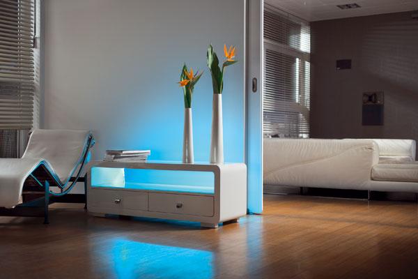 Výhodou LED zdrojov je, že ponúkajú širokú škálu farieb, čiže sú vhodné aj ako doplnkový zdroj na osvetlenie políc či iného nábytku.