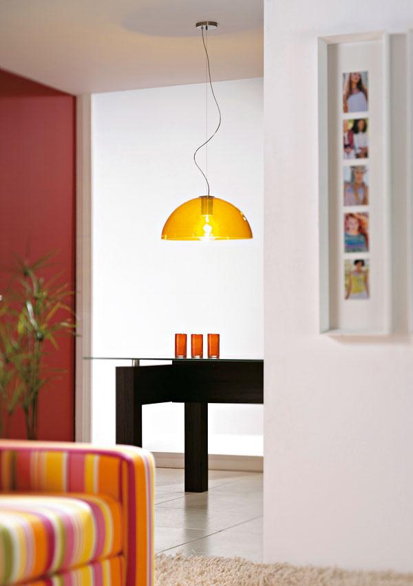 Halogénové žiarovky sú najjednoduchšou náhradou klasickej žiarovky. Oproti nej spotrebujú o 30 % menej elektrickej energie a majú dvojnásobnú životnosť. Neprekáža im časté zapínanie a vypínanie, preto sa hodia do priechodných priestorov, komory či na toaletu.