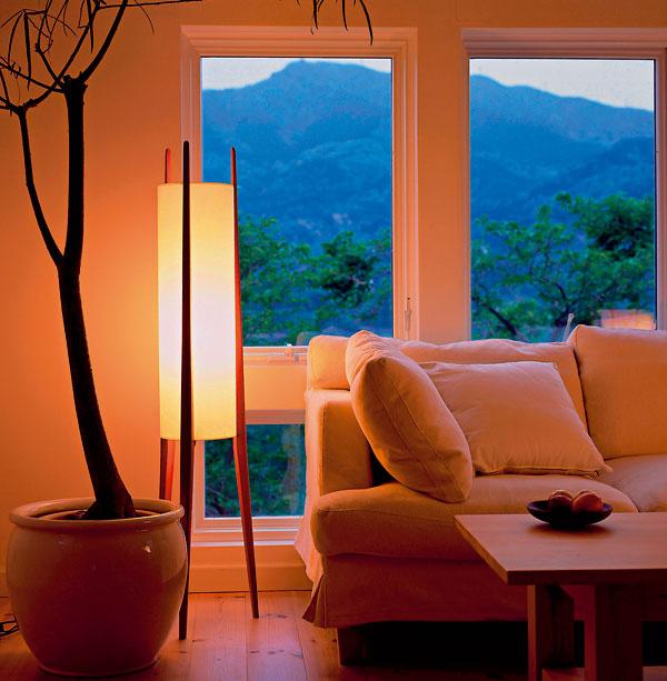 Medzi výhody LED zdrojov možno zaradiť dlhú životnosť, možnosť plnohodnotného stmievania, vysokú odolnosť, neobmedzené vypínanie azapínanie, okamžitý plný výkon.