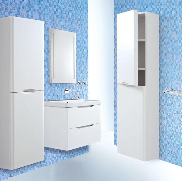 Kúpeľňový nábytok Onde od firmy Complessi, dizajn Gabriela Trubačíková vspolupráci sfirmou Design Bath SE, výhradným dovozcom umývadiel Catalano. Zapustené úchytky korešpondujú snadčasovým dizajnom umývadla. Na výber tri farby adva rozmery. Materiál: drevená dyha spovrchovou úpravou lesklý alebo matný lak.