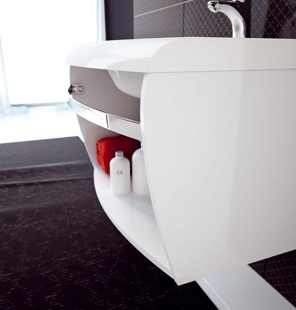Skrinka SD Evolution od firmy Ravak spraktickou pochrómovanou hrazdou na uteráky aveľkým odkladacím priestorom. Rozmery: 70 × 55 × 40 cm. Cena 145 €.
