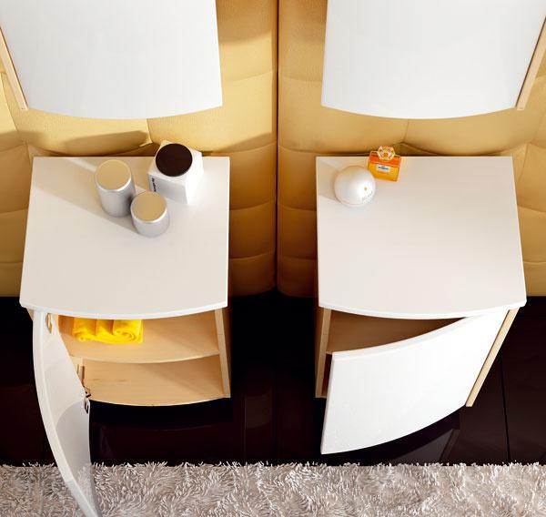 Horná skrinka zo série Uni od firmy Ravak sdvomi sklenenými poličkami, ideálna napríklad nad práčku (41 × 20 × 68,5 cm), cena 150 €. Vkombinácii sdolnou skrinkou so sklenenou poličkou cena 200 €.