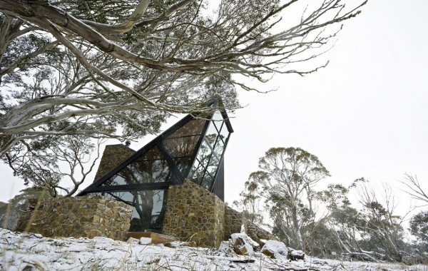 Impozantný dom v zasnežených horách