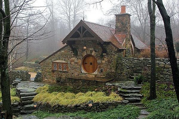 Rodina si dala postaviť hobití dom podľa predlohy z Tolkienovej trilógie