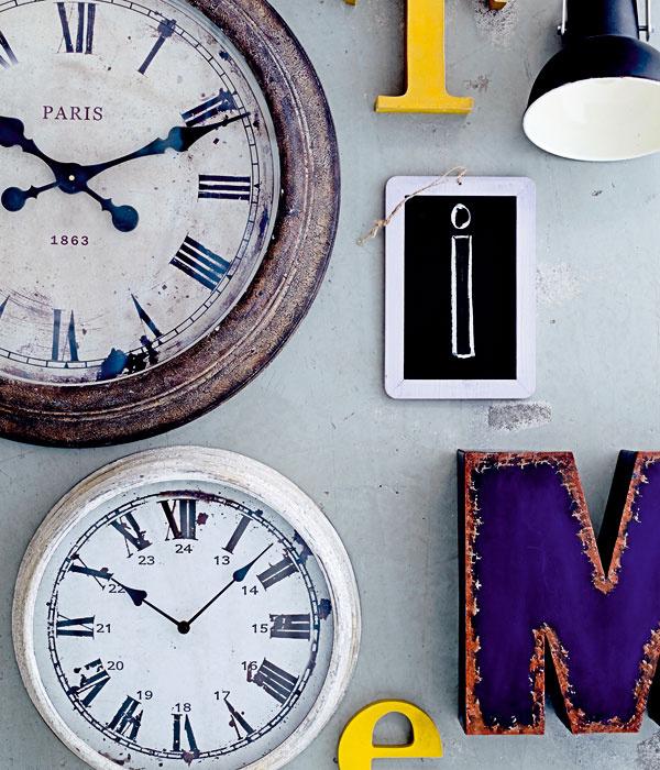 Plechové hodiny Antique grey, priemer 39 cm, 76,94€, www.bellarose.sk