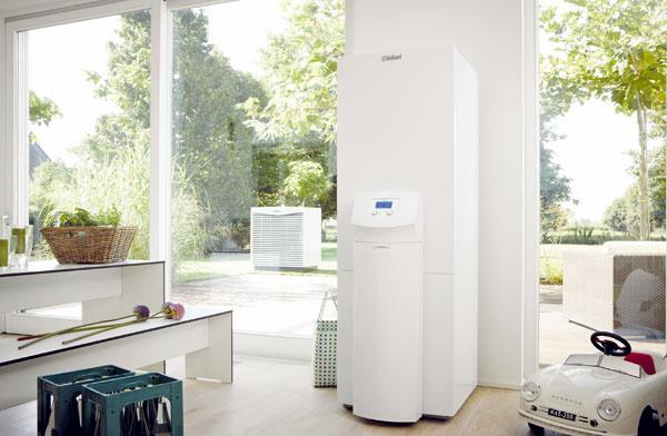 """Tepelné čerpadlo geoTHERM VWL Svzduch/voda vovyhotovení split je určené na vykurovanie novostavieb, ale možno ho využívať aj na modernizáciu vykurovacích systémov starších objektov. Kompaktná konštrukcia tepelného čerpadla umožňuje jeho jednoduchú montáž. Tepelné čerpadlo geoTHERM VWL Smôže pracovať sminimálnou teplotou vzduchu –20 °C. Jeho súčasťou je kvalitný """"scroll kompresor"""" svysokým stupňom účinnosti, dlhou životnosťou a10-ročnou zárukou. Vďaka maximálnej výstupnej teplote 62 °C možno tepelné čerpadlo geoTHERM VWL Svspojení svhodným zásobníkom použiť aj na prípravu teplej vody. Vyrába sa aj vo vyhotovení sintegrovaným 175 l zásobníkom na teplú vodu (označenie geoTHERM plus VWL S), sktorýmtvorí kompaktný celok sminimálnymi nárokmi na priestor."""