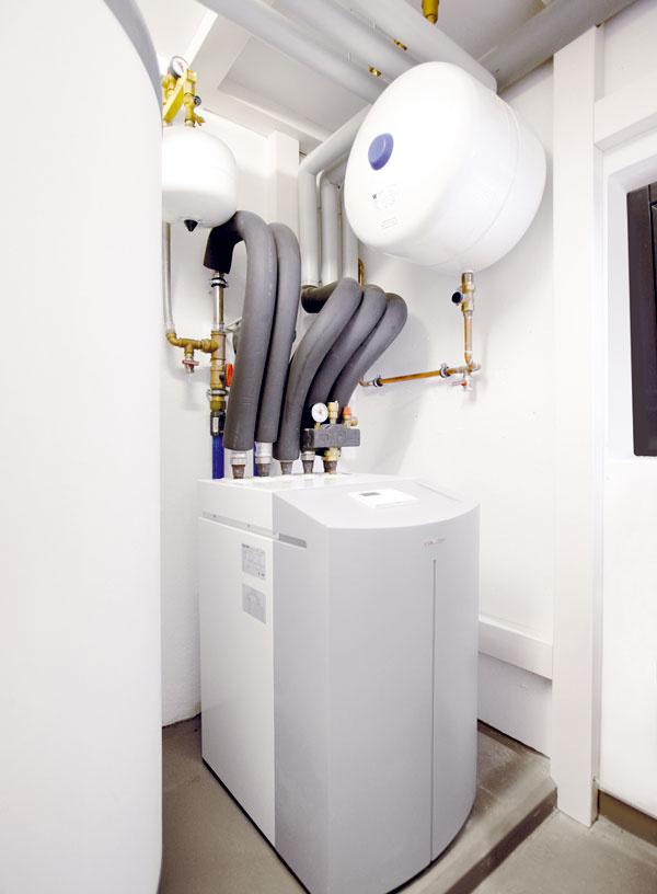 Tepelné čerpadlo WPF-basic je určené na vnútornú inštaláciu azabezpečuje vykurovanie aohrev vody pre domácnosť. Na monoenergetickú prevádzku aochranu proti legionelám má zabudované dodatočné elektrické vykurovanie. Možno ho používať pri teplotách od + 20 až – 5 °C, pričom vykurovaciu vodu dokáže ohriať na 60 °C.