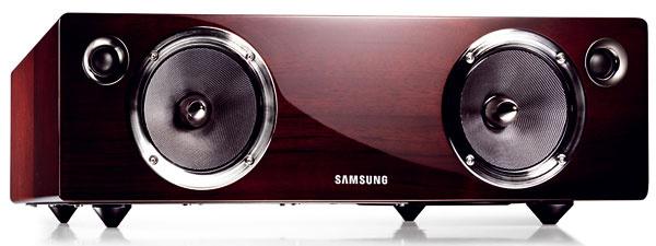 Audio dock Samsung DA-E750 selektrónkovým zosilňovačom. Hi-Fi duálna audio stanica na mobilné telefóny (Apple: iPhone/iPod) atablety (Apple: iPad), výstupný výkon 100 W, kanály 2.1  so vstavaným SubWooferom, konektivita USB play, Bluetooth (3.0), audio vstup, dekodér audio formátov. Odporúčaná cena 649 €.