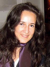 Vizitka architektky  Ing. arch. Anna Zimová  zimova.anna@gmail.com  Vroku 1999 ukončila štúdium na fakulte architektúry Slovenskej technickej univerzity vBratislave so zameraním na experimentálnu aekologicky viazanú tvorbu. Vrokoch 2000 až 2001 absolvovala postgraduálne štúdium na univerzitách vParíži (Nanterre X. al'Ecole d'Architecture – Belleville). Spolupracovala sviacerými architektonickými ateliérmi na Slovensku aj vTaliansku avsúčasnosti sa venuje návrhom stavieb, stavebných úprav ainteriérov.