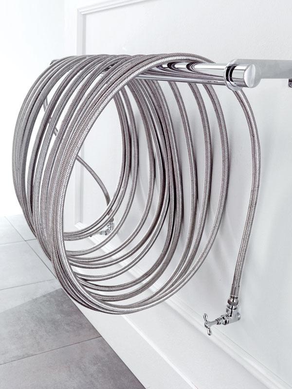Koncept adizajn radiátora Ciussai od výrobcu Gruppo Ragaini, vytvorili Stefano Ragaini aGiorgio Di Tullio. Vyjadruje nekonečnú špirálu snespočetnými možnosťami alebo nový nápad pre radiátor vpohybe. Je možné ho naťahovať, ohýbať, prehýbať, zakrúcať ahýbať ním podľa vlastných predstáv. Základným materiálom je inox ateplonosným médiom je voda. Dĺžka hadice od 15 m do 40 m, sčím súvisí aj výkon radiátora od 405 W do 1 080 W. Cena od 1 000 €.