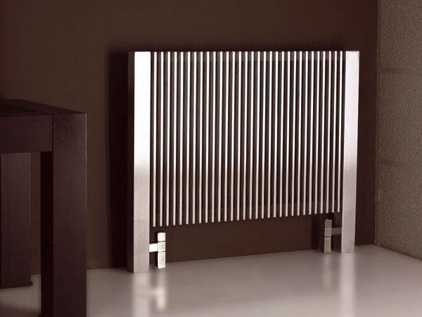 Antikorový radiátor Futura ztureckej dizajnovej dielne Carisa. Minimalistický, efektný, prekvapivý dizajn. Kdispozícii sú rozličné rozmerové varianty. Cena od 1 630 €.